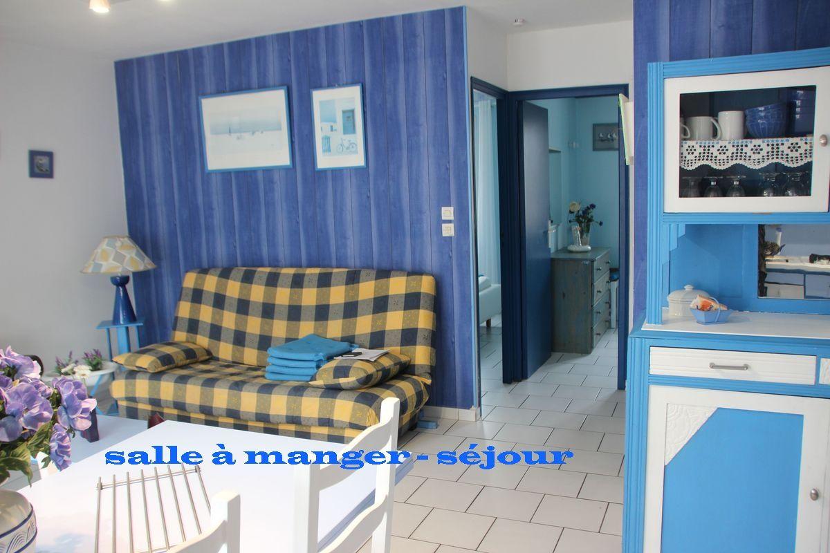 location rivedoux la maison bleue. Black Bedroom Furniture Sets. Home Design Ideas