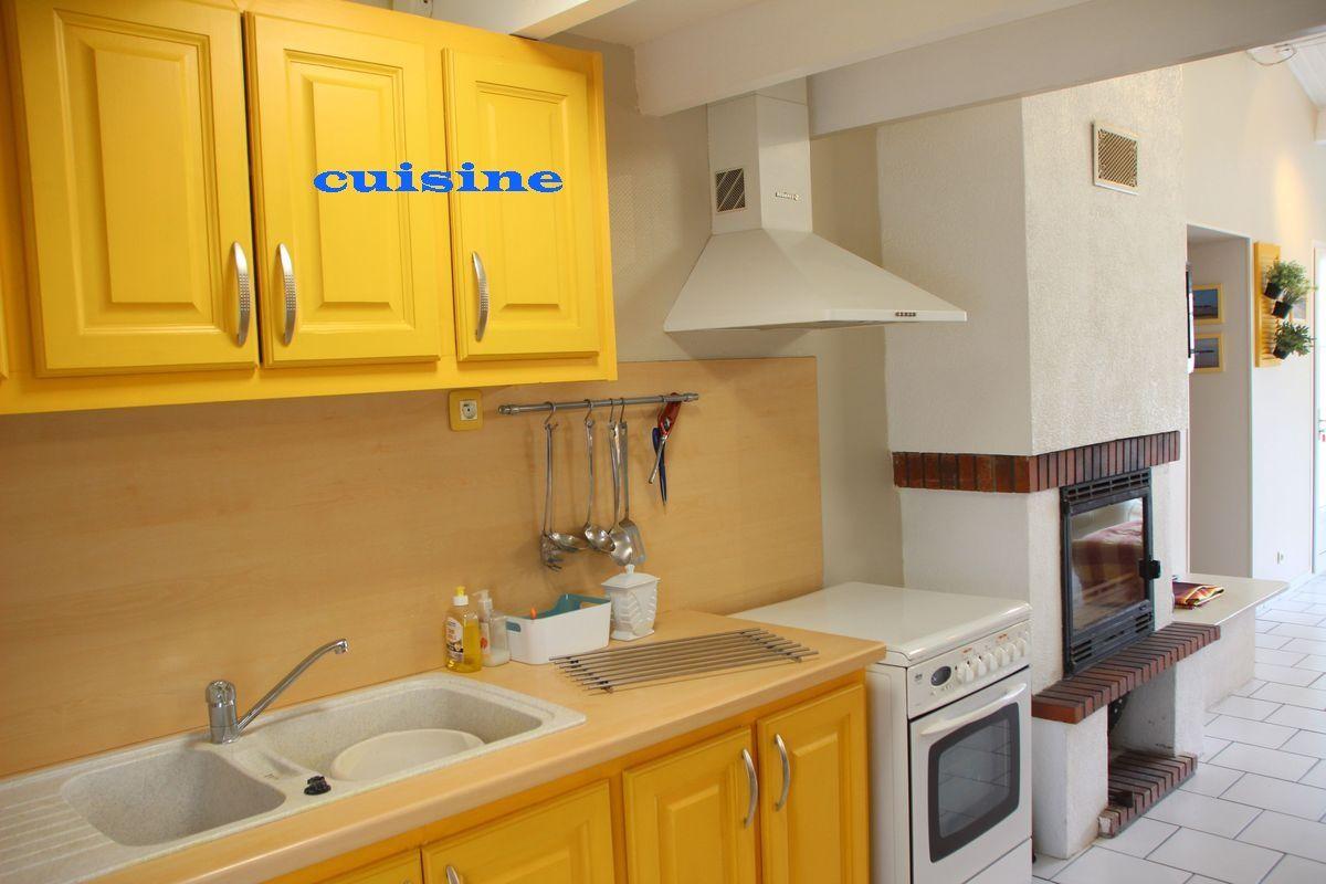 location rivedoux la maison jaune. Black Bedroom Furniture Sets. Home Design Ideas